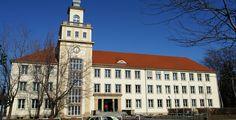 """Beruafsakademie Sachsen - Staatliche Studienakademie Bautzen """"University of cooperative education Bautzen 100"""" von Stephan M. Höhne - own picture, Sony DSC-R1. Lizenziert unter CC BY-SA 3.0 über Wikimedia Commons."""