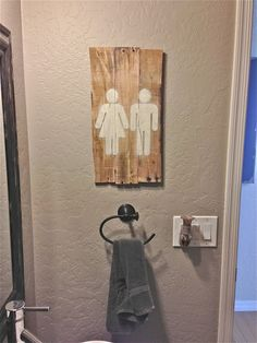EASY Pallet Art for the bathroom