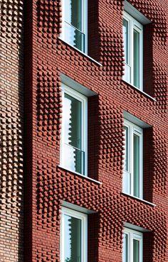 Ryelanden student housing, Utrecht, The Netherlands: Shwocasing a customized brick facade. Brick Design, Facade Design, Exterior Design, Utrecht, Building Exterior, Building Facade, Building Skin, Modern Architecture House, Facade Architecture