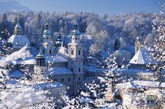 Altstadt von Salzburg im Winter
