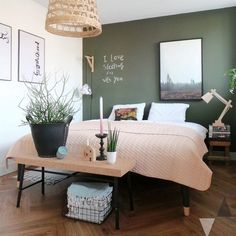 Bedroom Styling (Lisanne van de Klift) - Home Decor Ideas Olive Green Bedrooms, Olive Bedroom, Green Bedroom Walls, Sage Green Bedroom, Accent Wall Bedroom, Serene Bedroom, Master Bedroom Design, Home Decor Bedroom, Suites