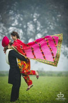 Tips For Putting Together A Successful Wedding Day Punjabi Wedding Couple, Indian Wedding Couple Photography, Punjabi Couple, Sikh Wedding, Couple Photography Poses, Punjabi Girls, Pre Wedding Poses, Pre Wedding Photoshoot, Wedding Shoot