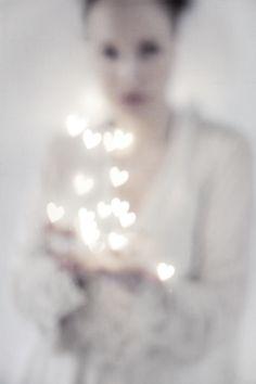 honeypieLIVINGetc: kristallsjukan & kärleken holding light heart bokeh white pretty beautiful