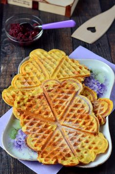 Zabpudingos túrógofri Waffles, Pancakes, Paleo, Sweets, Healthy, Breakfast, Food, Morning Coffee, Gummi Candy