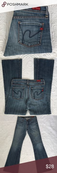 """Citizens of Humanity jeans In excellent condition. Slight boot cut, almost straight leg. 98% cotton 2% spandex. Inseam 31"""", rise 7.5"""", waist 30"""" Citizens of Humanity Jeans"""