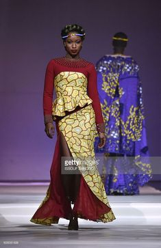 A model presents a creation by label Eloi Sessou during a fashion show marking the 170th anniversary of Dutch manufacturer of African luxury VLISCO in Abidjan on November 26, 2016. / AFP / ISSOUF