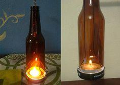 Portavelas hecho con madera reusada, botellas de cerveza y tapas de pet. Cadena de metal en extremos Incluye 2 velitas de té Peso: 700 grs Alto 50cm, ancho 47 cm  RECUERDA QUE TODOS NUESTROS ARTÍCULOS SON PIEZAS ÚNICAS PUES SE FABRICAN CON MATERIAL RECICLADO.