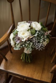 36 Unconventional Winter Wedding Bouquets To Die For | Weddingomania