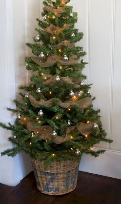 Nice 39 Superb Primitive Country Christmas Trees Ideas To Copy Right Now. Primitive Country Christmas, Country Christmas Trees, Burlap Christmas Tree, Noel Christmas, Rustic Christmas, Christmas Crafts, Christmas Swags, Small Christmas Trees, Xmas Trees