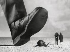 Gilbert Garcin (b.1929) - 2007, Les témoins indifférents / The indifferent witnesses