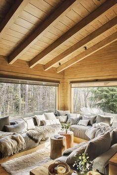 Dreamy rustic cabin interior design living room interior Rustic Living Room Decor Ideas Inspired By Cozy Mountain Cabins Cabin Interior Design, Home Design, Design Ideas, Design Design, Design Room, Chalet Interior, Rustic Design, Cabin Design, Modern Cabin Interior