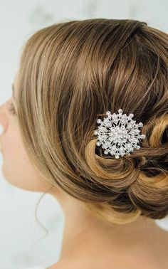 Rondelle bridal comb (I hadn't liked the idea of a comb before now. Wedding Make Up, Wedding Bells, Wedding Stuff, Bridal Hair And Makeup, Hair Makeup, Trendy Words, Wedding Styles, Wedding Ideas, Bridal Comb