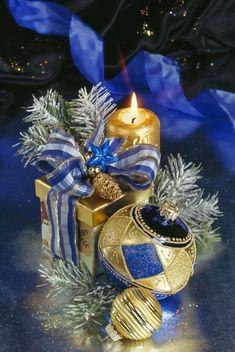 60 Amazing Ornaments for Christmas Merry Christmas And Happy New Year, Blue Christmas, Christmas Colors, Christmas Greetings, Beautiful Christmas, All Things Christmas, Vintage Christmas, Christmas Holidays, Christmas Bulbs