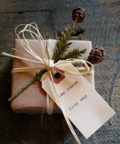 cute idea to wrap favors in