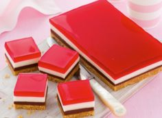 This NO BAKE Choc-Mallow Jelly Slice is a deliciously crunchy biscuit crust topped with Chocolate, Marshmallow and Raspberry Jelly. Check out The WHOot for more easy NO Bake desserts now. Jelly Cheesecake, Jelly Cake, Marshmallow Slice, Jelly Slice, No Bake Slices, Strawberry Jelly, Chocolate Marshmallows, Chocolate Slice, Chocolate Treats
