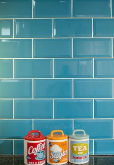 Blue Gloss Teal Bevelled Edge Ceramic Tiles for Wall Dyi Kitchen Ideas, Diy Kitchen Decor, Kitchen Design, Metro Tiles Kitchen, Kitchen Splashback Tiles, Gloss Kitchen, Teal Kitchen, Bright Kitchens, Kitchen Remodel