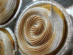 Tartaletas de chocolate blanco y merengue suizo