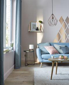 Une pointe d'originalité dans votre salon avec cette peinture rose cuivre métallisé !
