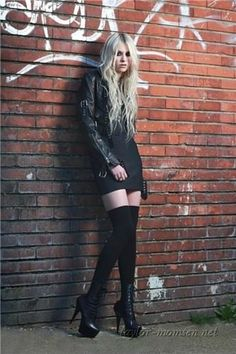 Taylor Momsen [Like her trashy, good looks. Sexy. I think she got fat, though. Too bad.-Trend]