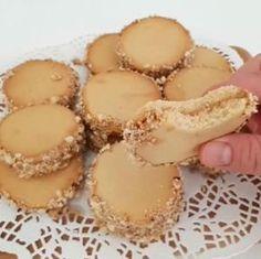 Tahinli kurabiye tarifi videolu anl… A taste that will be the favorite of tahini Tahini Cookies Recipe, Cookie Recipes, Dessert Recipes, Biscuits, Breakfast Items, Sandwich Cookies, Turkish Recipes, No Cook Meals, Delicious Desserts