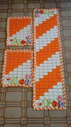 Lindos jogos de tapetes feitos em crochê