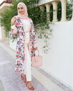 Casual hijab summer looks : floral kimono abaya-Casual hijab summer looks Ju – Hijab Fashion 2020 Modest Dresses, Modest Outfits, Casual Dresses, Modest Clothing, Muslim Fashion, Hijab Fashion, Fashion Outfits, Hijab Sport, Modest Summer Fashion