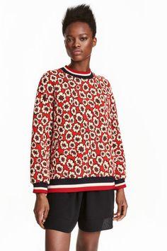 Sweatshirt mit Jacquardmuster: Oversize-Jacquardshirt aus strukturiertem Sweat. Modell mit überschnittenen…