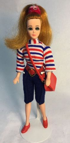 Vintage Topper Dawn Doll Modeling Daphne/K11A In MW Shirt, Clone Shorts & Purse