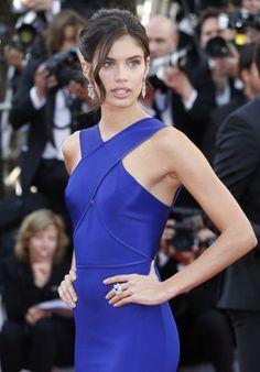 Sara Sampaio royal blue dress