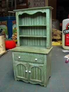 Dollhouse furniture, how to make miniature  dresser - extensive instructions & illustrations | Source: Dollhouse Miniature Furniture (1 inch mins)