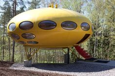 The Futuro House, 1968 - Very rare houses made in the late Few still stand; this one in Espoo, EMMA (Espoo Museum of Modern Art) Amazing Architecture, Architecture Design, Futurism Architecture, Pavilion Architecture, Sustainable Architecture, Residential Architecture, Contemporary Architecture, Mini Chalet, Architecture Organique