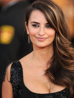 Love Penelope Cruz's hair here. The color, highlights, style - LOVE it.