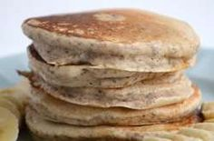Chia work their magic in these delicious, fluffy, oil-free, vegan chia seed pancakes. Top with sliced banana and maple syrup for a perfect breakfast! Perfect Breakfast, Vegan Breakfast, Breakfast Ideas, Breakfast Recipes, Vegan Pancakes, Protein Pancakes, Banana Pancakes, Healthy Food List, Healthy Treats