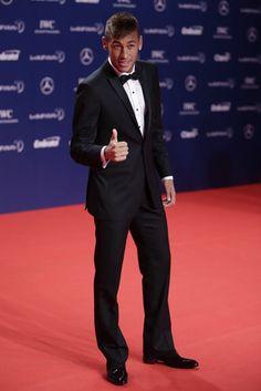 Neymar Jr----> He cleans up nice Neymar Jr, Usain Bolt, Soccer Boys, Football Soccer, Brazilian Soccer Players, Lionel Messi, Fc Barcelona, To My Future Husband, Football Players