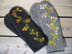 pretty embroidery on these Sweater Mittens, Fingerless Mittens, Wool Embroidery, Cross Stitch Embroidery, Mittens Pattern, Textiles, Wrist Warmers, Knitting Socks, Wool Felt
