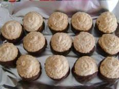 Kto by nepoznal tieto skvelé koláčiky :) Christmas Brunch, Christmas Cookies, Czech Recipes, Pavlova, Muffin, Dessert Recipes, Food And Drink, Sweets, Snacks