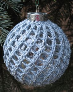 Free Knitting Pattern for Easy Ornament Cover - Quick mesh cover to embellish glass ornament balls. Rated very easy by Ravelrers. Designed by Judy Sumner. Pictured project by akitacrazy
