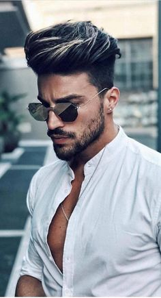 27 Hair Color for Men with Brown Skin Tone - Haircuts Ideen Curly Hair Styles, Curly Hair Men, Hair And Beard Styles, Medium Hair Styles, Hair Style For Men, Cool Hairstyles For Men, Elegant Hairstyles, Haircuts For Men, Hairstyle Men