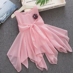 Shop Online for Stylish Pink Floral Applique Sleeveless Dress in India at best prices. Cute Little Girls Outfits, Kids Outfits Girls, Little Girl Dresses, Girl Outfits, Kids Frocks Design, Baby Frocks Designs, Kids Dress Wear, Kids Gown, Baby Dress Design