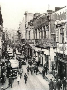 Lipscanii anilor 32. Old Pictures, Old Photos, Little Paris, Bucharest Romania, Vintage Architecture, Belgrade, Old City, Istanbul, Tourism