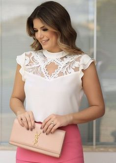 BLUSA Blouse Styles, Blouse Designs, Fashion Wear, Fashion Dresses, White Jacket Outfit, Corsage, Look Office, Sewing Blouses, Moda Chic
