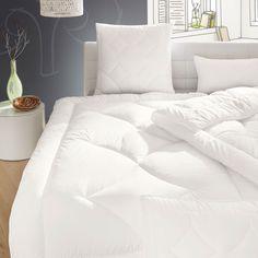Der hochwertige Baumwollbezugsstoff dieser Irisette Premium Sommerbettdecke Celina ist in Kombination mit der voluminösen Irisette Premium Faser die ideale Bettdecke für ein gesundes und trockenes Schlafklima. www.bettwaren-shop.de