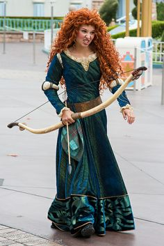 Information about Princess Merida () and pictures of Princess Merida including where to meet them and where to see them in parades and shows at the Disney Parks (Walt Disney World, Disneyland, Disneyland Paris, Tokyo Disneyland) Disney Face Characters, Cosplay Characters, Merida Disney, Brave Merida, Merida Dress, Pictures Of Princesses, Princess Academy, Princess Merida, Disneyland