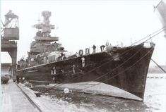 Admiral Scheer was a Deutschland-class heavy cruiser which served with the Kriegsmarine Germany during World War II. Notice the camouflage fake bow-wave of deception to the Allied (Navy) Forces! Nassau, Croiseur Lourd, Liverpool, Heavy Cruiser, Panzer, Battleship, World War Ii, Wwii, Germany