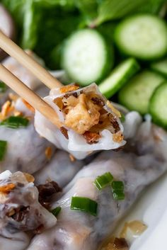 A step by step guide on how to make vegetarian banh cuon. This guide also includes a simple recipe for vegetarian Vietnamese dipping sauce. Asian Noodle Recipes, Asian Chicken Recipes, Easy Asian Recipes, Fall Recipes, Healthy Dinner Recipes, Healthy Snacks, Vegetarian Recipes, Ethnic Recipes, Vegetarian Vietnamese