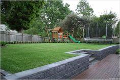 55 Best Backyard Playground Design Ideas - Best Home Decor Ideas Backyard Retaining Walls, Large Backyard Landscaping, Sloped Backyard, Sloped Garden, Backyard Patio, Retaining Wall Steps, Landscaping Ideas, Backyard Planters, Landscaping Software
