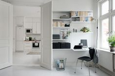 Alvhem  Stuen og kontorhjørnet er lige mig. String-reolerne er virkelig en fin og smart måde at indrette et kontor på. Det har jeg også skrevet lidt om ...