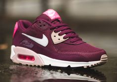 The ladies are on a come up! Check out Nike's latest gift of the Nike WMNS Air Max 90 silhouette and let us know what you think of the new makeup.