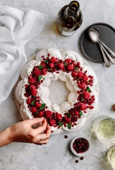 Almond Cream, Vanilla Cream, Pavlova Cake, Mexican Hot Chocolate, Christmas Desserts, Christmas Treats, Plated Desserts, Cakes And More, No Bake Desserts