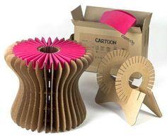 Banquito hecho de cartón reciclable